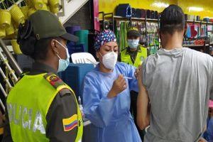 """Primera jornada de """"Me Vacuno en mi Negocio"""" inmunizó a más de 150 personas"""